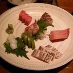 照 TERRA - 「旬の鮮魚刺身盛り合わせ」です。
