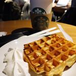 スターバックスコーヒー - 今日もワッフル食べます(^○^)