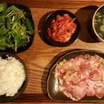 47265707 - 日替わり肉の焼肉ランチセット 1000円(塩タンにて)