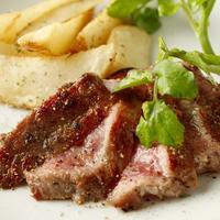 シェフ自慢の肉料理!豊富なラインナップ!