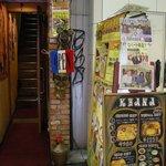花菜 - 入口(階段で2Fへ)