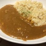 ひょうごイナカフェ - 豚バラ肉を使ったスパイシーなカレー、玄米ご飯です(2016.2.9)