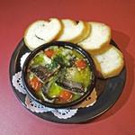 プレゴ - 秋刀魚とトマトのアヒージョ