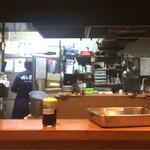 博多若鳥 - キッチン。