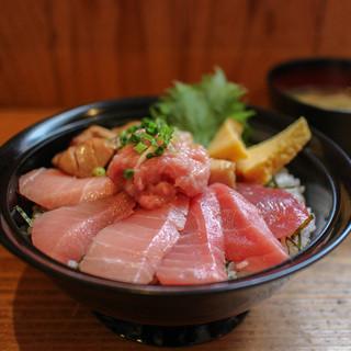 清水港 みなみ  - 料理写真:限定 特選本鮪丼☆