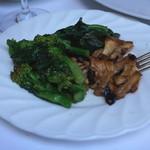 レストラン アラジン - 菜の花とシャントレル(アンズタケ)のソテー