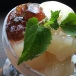 珈琲パーラー P.berry - 桃と紅茶のパフェ