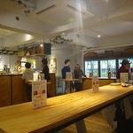 シュガー マーケット - Kurand Sake Market(クランドサケマーケット)さんはすべて、立ち飲み業態。 そして、おつまみ(お食事)はテイクイン。
