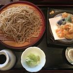 大橋庵 - お昼の天ざる。 こちらは大盛(+100円) ぷりぷりなお蕎麦、おつゆも甘くなく、美味しかったです。