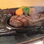 炭焼きレストランさわやか - お肉は250g。ジュージューという音が食欲をそそる!