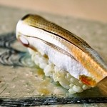 寿し おおはた - 美味しくシメたこはだのにぎりは是非ご賞味あれ(その日の仕入れ状況により無い場合がございます。)