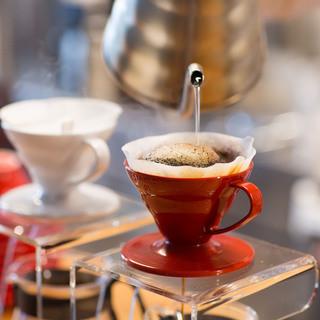 香り高きスペシャリティーコーヒーを楽しめます。