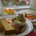 キッチンハート - パーフェクトモーニングで600円、1日必要なすべての栄養素の30%を摂取できるのことからこの名前が付いています。