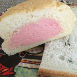 東京くるりぃむぱん - くるりぃむパンの断面です。(下の食パンは無視してください)