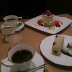 神戸風月堂カフェ - 季節のデザートプレート、ともに珈琲セットです