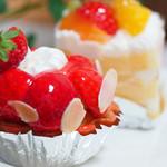 サン・ヴェルティカル - 本日のおすすめ、イチゴのタルトとショートケーキ。2つで890円でした。