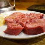 47496409 - 厚切り上タン・・牛タンのステーキ肉かと思った(笑)