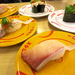 スシロー - 料理写真:ぶりトロ(一貫)¥108