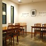 七つ海堂 - テーブル席