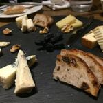 グラン ポレール ワインバー トーキョー - チーズ盛合せ5種 1680円