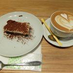 プアオーバー - ティラミスとカフェラテ