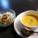 御影公会堂食堂 - セットのスープとサラダ
