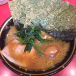 吉村家 - 料理写真:ラーメン(固め濃いめ)、ノリ、味玉