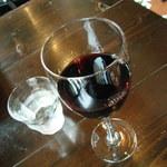 カフェ&ダイニング 990 - 赤ワイン(¥540-)などを。。。