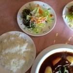 Leaf - 料理写真:セットのライス、サラダです。