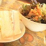 レ・ボ・プロバンス喫茶 - 本日のランチのミニサンド・サラダ