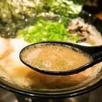 博多一双 - 特製ラーメン(スープ)