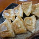 博多豚骨ラーメン 替玉食堂 - 一口タイプの餃子