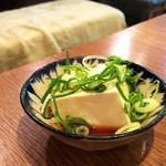 ヒンホイ - お通しの湯豆腐(^∀^)ノ