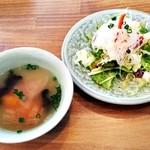 Soi Gapao - サラダとスープ