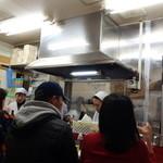 赤萬餃子 - 餃子とビールのみの店です