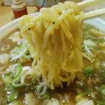一喜 - 麺はやや太めで独自の濁った醤油スープ