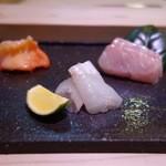 鮨 恵三 - おまかせコース(12500円)・刺身3点盛り。左から青柳、平目、金目鯛。