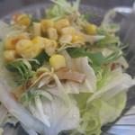 餃子工房 你好 - しっかりとしたサラダ。冷え冷えで美味しいです。