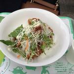 多摩動物公園アフリカ園休憩所 - 黒酢から揚げ丼。