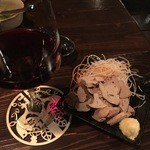 楽焼楽酒 富士屋 - 純和鶏レバ刺し(湯引き)を赤ワインと