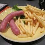 食堂カフェ potto - ちょい飲みセットの箕面ソーセージ&フライドポテト