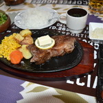 山中湖畔のステーキ酒場 - ステーキのセット(ライス、サラダ、スープ)