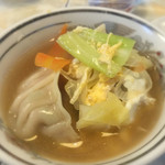 47767502 - スープ餃子(750円):◎                       取り分けた状態。                       野菜たっぷりです。