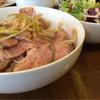 ガーデンバール&コーヒージャパン - 料理写真:月曜。日替わりランチ。ローストポーク丼。美味し〜 これも薄味