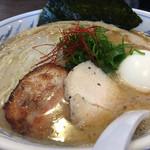 我流麺舞 飛燕 - 魚介鶏塩白湯 塩味玉子(750+100円)