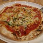 カンティーナ オット - 皮の薄い、イタリアンのピザなので、お腹いっぱいでもぺろりでした♪