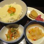 秋田きりたんぽ屋 - あきたこまちのとろろご飯、燻りガッコ・チョロギガッコ、煮物、サーモンマリネ