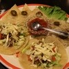 カーニバルハウス - 料理写真:サービスメキシカン3点セット(奥から、ケサディーヤ、ひき肉のタコス、挽き肉のブリトー)