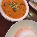 ハヌマン - オレンジ色の豆カレー×圧縮ライス  860円