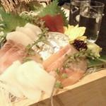 47851123 - 一升桝盛り鮮魚のお造り6種